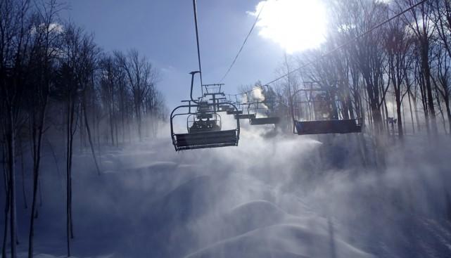 À Bromont, les canons à neige fonctionnent 24... (Photo fournie par Ski Bromont)