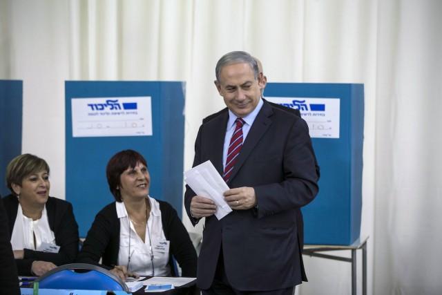 Benyamin Nétanyahou a voté mercredi à Jérusalem.... (Photo Baz Ratner, REUTERS)