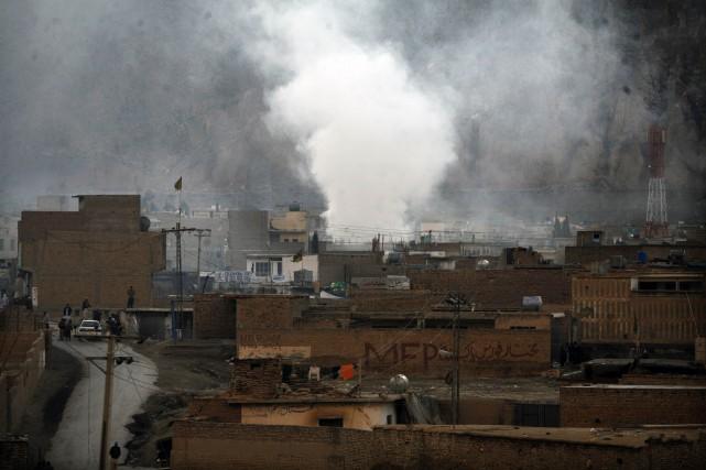 Au moins 23 rebelles ont été tués mercredi dans des frappes aériennes menées... (Photo NASEER AHMED, Archives Reuters)