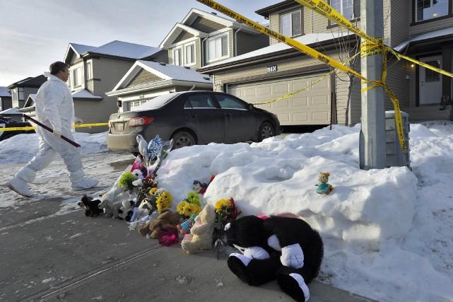 Les corps de trois femmes, deux hommes, un... (Photo DAN RIEDLHUBER, Reuters)