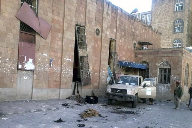 L'attentat suicide s'est produit alors que les partisans... (Photo REUTERS)
