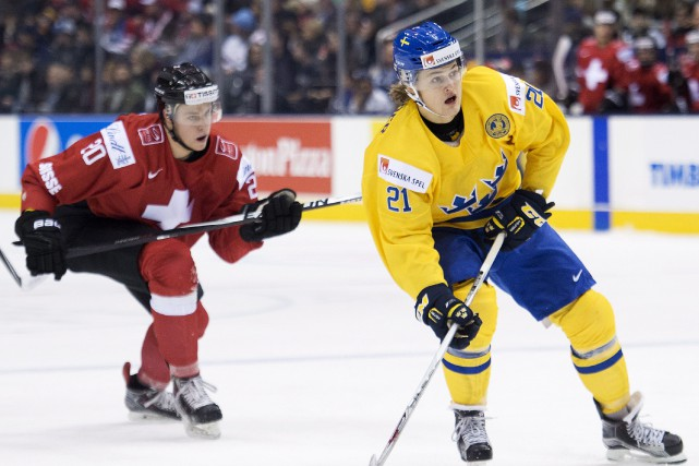 Oskar Lindblom a réussi un tour du chapeau et William Nylander a contribué... (Photo Nathan Denette, PC)