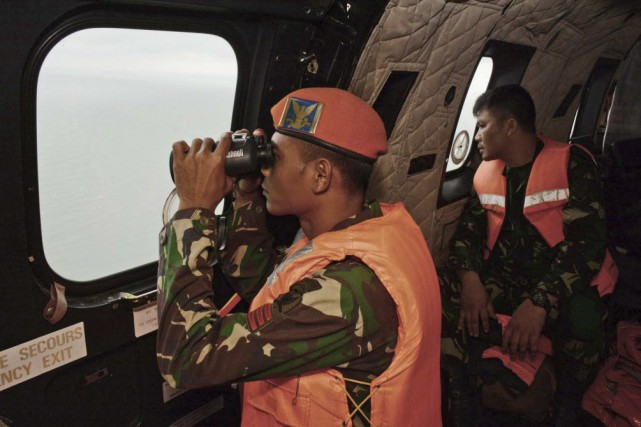 L'avion d'AirAsia volait à une altitude de 32... (Photo Dewi Nurcahyani, REUTERS)