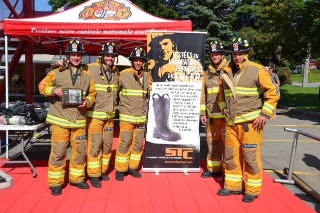 L'équipe Fire Fighters Combat Challenge 2014 du Service... (Photo fournie)