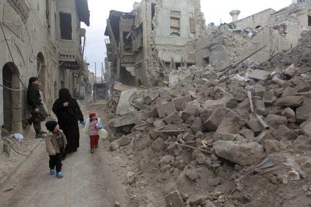 Au moins 19 civils, dont cinq enfants et trois femmes, ont été tués par des... (Photo JALAL AL-MAMO, REUTERS)