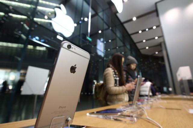 Le groupe informatique américain Apple est visé par une plainte d'utilisateurs... (Photo Tomohiro Ohsumi, Archives Bloomberg)