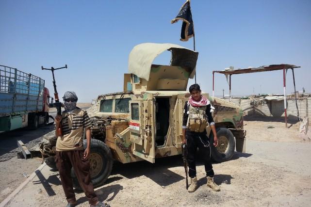 Des militants dugroupe djihadiste État Islamique... (Photo AP)