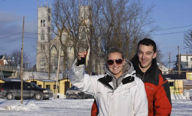 Geneviève Gilbert et Stéphane Rochette de Québec montraient... (François Gervais)