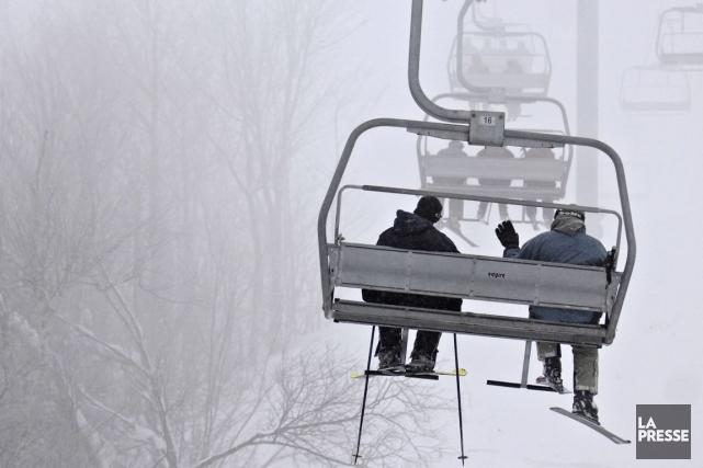 Des skieurs et des planchistes ont passé un bien mauvais après-midi au... (Bernard Brault, Archives La Presse)