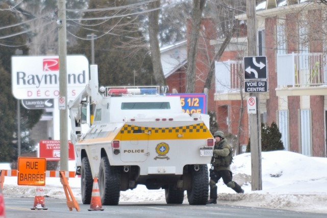 Le véhicule blindé de la Sûreté du Québec... (Photo: Émilie O'Connor, Le Nouvelliste)