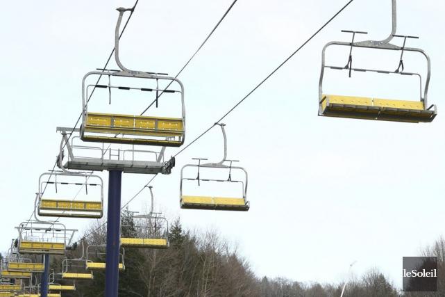 Une centaine de skieurs sont demeurés coincés pendant près de quatre heures,... (Photothèque Le Soleil)