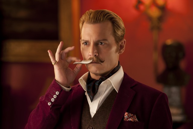 Johnny Depp dans Mortdecai.... (PHOTO FOURNIE PAR LIONSGATE/SÉVILLE)