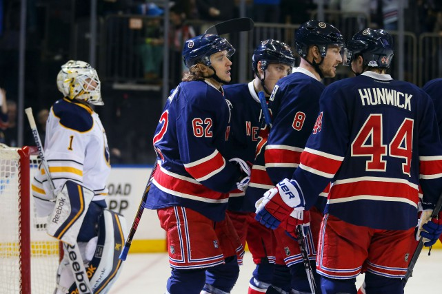 Derick Brassard, Chris Kreider et Rick Nash ont marqué en avantage numérique... (Photo Adam Hunger, USA Today Sports)