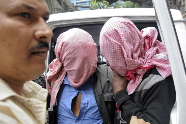 Les violeurs présumés ont comparu samedi devant un... (Photo Reuters)
