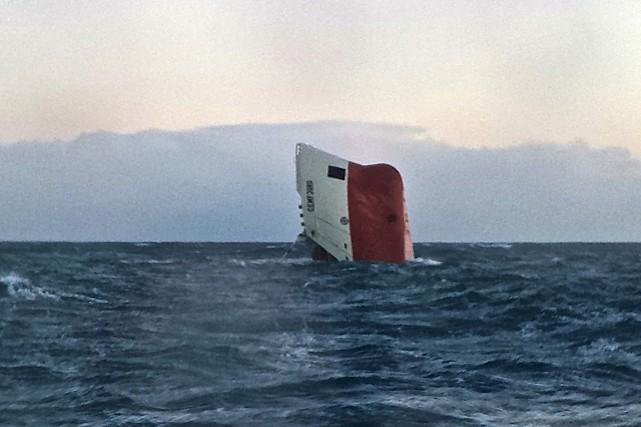 Le Cemfjord a fait naufrage à quelque 25... (PHOTO AFP / RNLI)