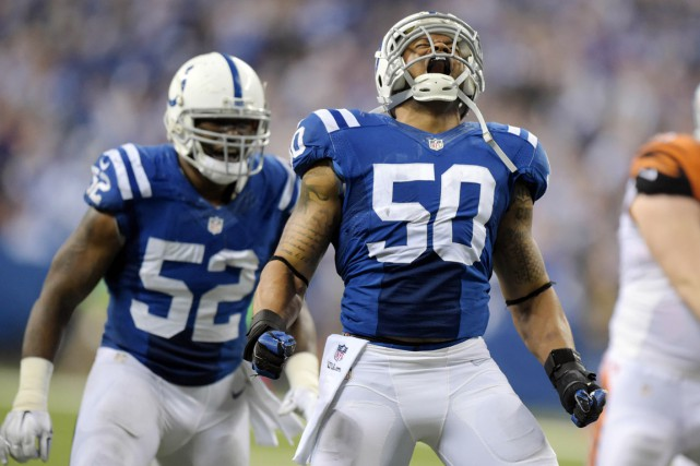 Jerrell Freeman (50) célèbre après un sac du... (PHOTO KIRBY LEE, USA TODAY)