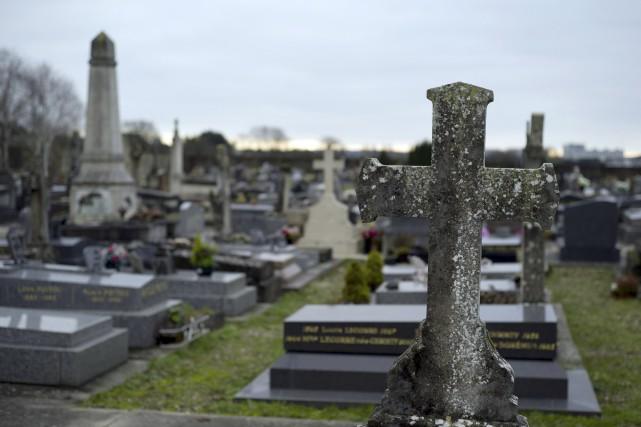 Le cimetière de Champlan... (Agence France-Presse)