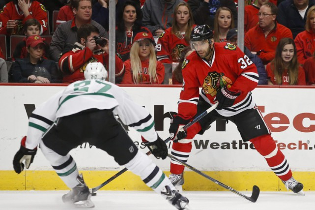 Patrick Sharp a marqué à 1:17 de la prolongation pour procurer aux Blackhawks... (Photo: AP)
