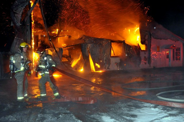 Un incendie d'une puissance extrême a complètement ravagé les installations du... (Photo collaboration spéciale Éric Beaupré)