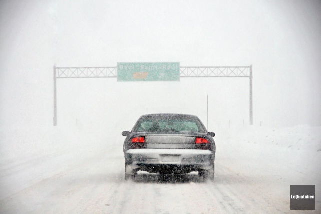 Les conditions routières difficiles ont engendré de multiples sorties de route... (Le Quotidien, Jeannot Lévesque)