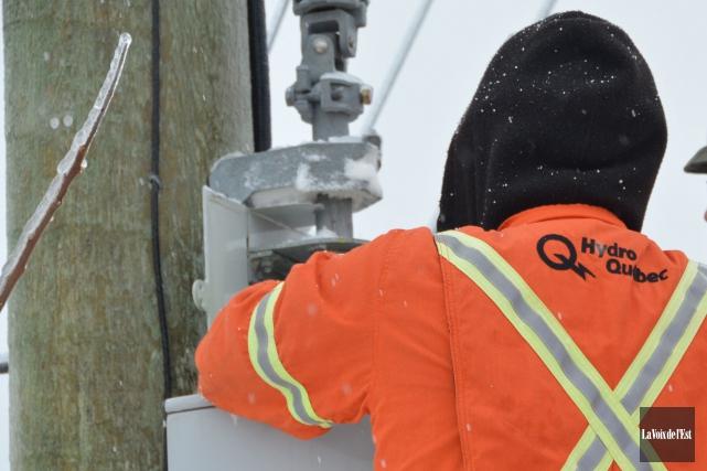 Quelques centaines de clients d'Hydro-Québec étaient privés de courant lundi... (Archives La Voix de l'Est)