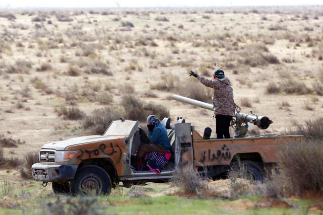 Fajr Libya est une coalition hétéroclite de milices... (PHOTO MAHMUD TURKIA, ARCHIVES AFP)