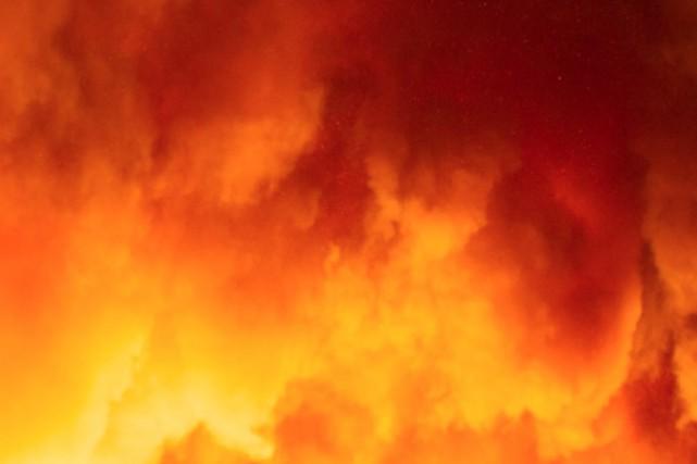 Un incendie mineur a éclaté lundi soir vers 19h dans l'édifice à logements du... (Associated Press)