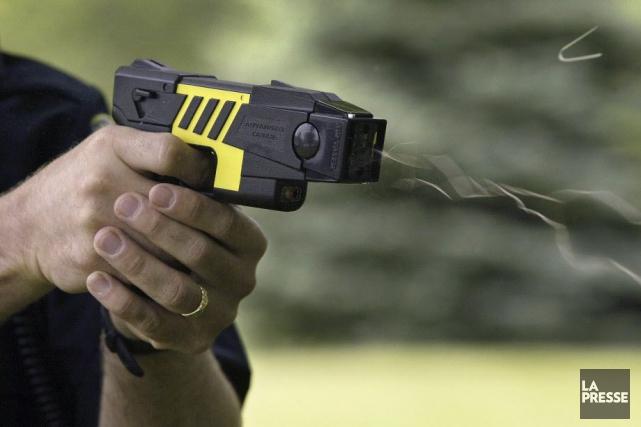 Légalement, le Taser ne peut être utilisé au... (Photo d'archives)