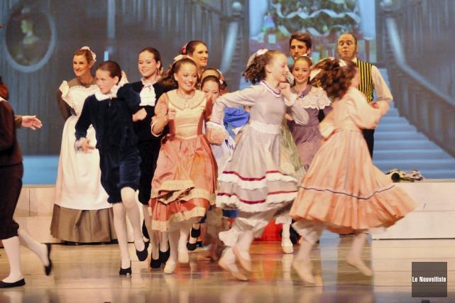 Ci-dessus, une scène du ballet Casse-Noisette, spectacle qui... (Photo: Émilie O'Connor, Le Nouvelliste)