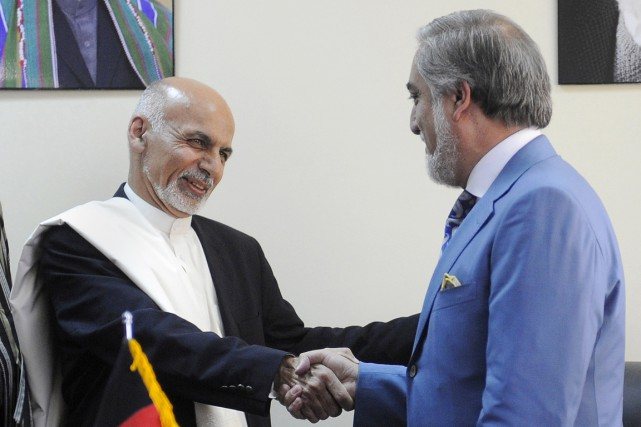 Le bras de fer entre Ashraf Ghani (à... (PHOTO JAWAD JALALI, ARCHIVES AFP)