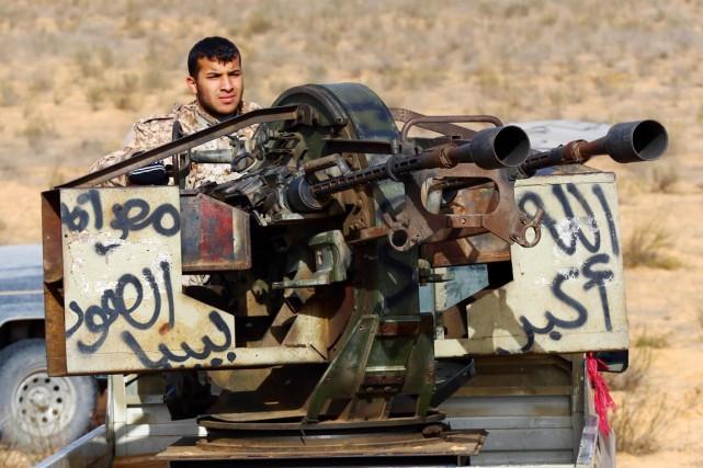 Des miliciens de Fajr Libya affrontaient hier les... (PHOTO MAHMUD TURKIA, AFP)