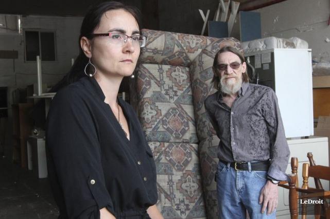Jenny Villeneuve, présidente d'Entraide familiale Outaouais, et Jean-Luc... (Étienne Ranger, Archives LeDroit)