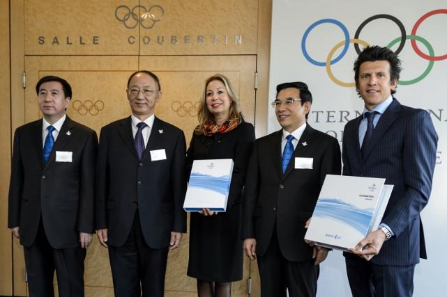 La délégation de Pékin a remis son dossier... (Photo Fabrice Coffrini, AFP)