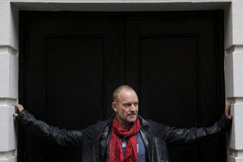 Sting avait décidé de sauter sur la scène... (Photo Seth Wenig, AP)