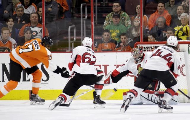 Les Sénateurs ont permis aux Flyers d'aller chercher... (Associated Press)