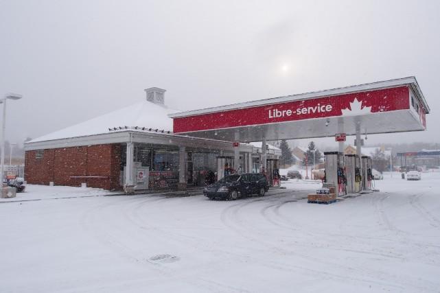 La succursale Petro Canada, située au 14, boulevard Bromont, a été le théâtre... (Alain Dion)
