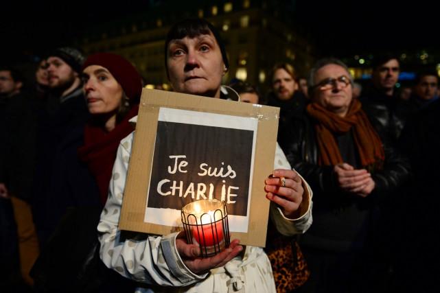 Au moins 15 000 personnes se sont rassemblées... (PHOTO JOHN MACDOUGALL, AFP)
