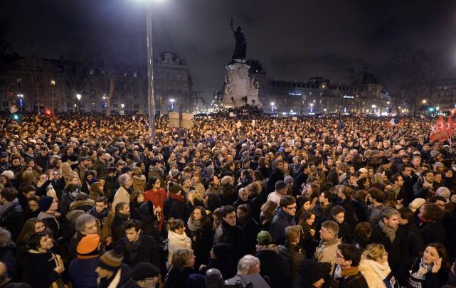 Des dizaines de milliers de personnes ont manifesté... (Photo ERIC FEFERBERG, Agence France-Presse)
