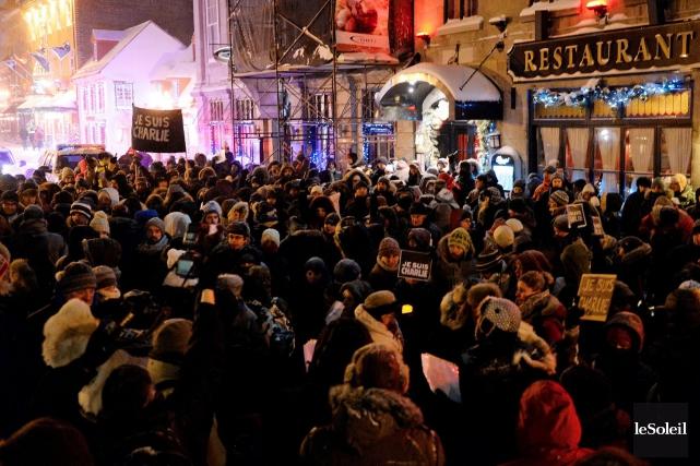 Plus de 300 personnes - Français et Québécois... (Le Soleil, Erick Labbé)