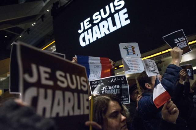 Une manifestation devant le Newseum, musée consacré à... (Photo: AFP)