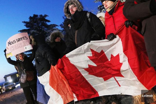 Une trentaine de personnes ont bravé le froid... (Étienne Ranger, LeDroit)