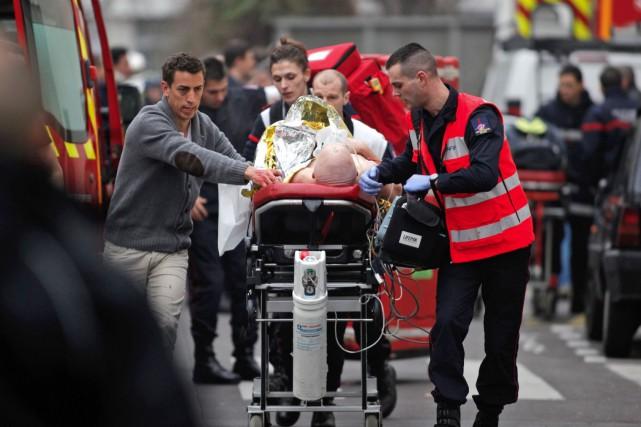 L'une des 11 personnes blessées lors de l'attentat... (PHOTO AP, THIBAULT CAMUS)