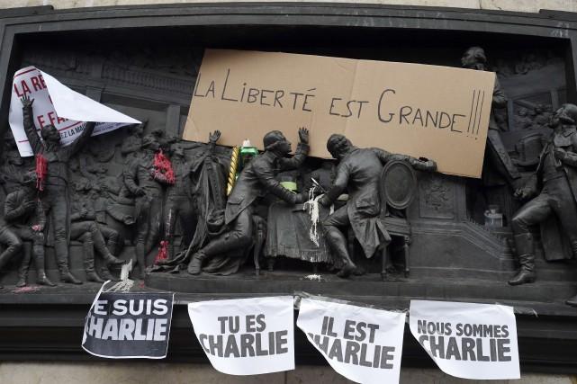 L'équipe rescapée de l'hebdomadaire satirique Charlie Hebdo publiera la semaine... (PHOTO MARTIN BUREAU, AGENCE FRANCE-PRESSE)
