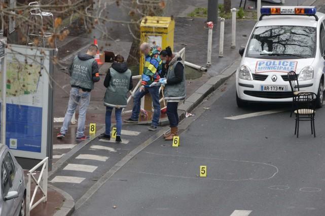 Au lendemain de l'attentat contre l'hebdomadaireCharlie Hebdoqui a... (PHOTO KENZO TRIBOUILLARD, AGENCE FRANCE-PRESSE)