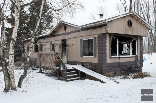 Une résidence du secteur rural de Compton a été la proie des flammes, tard... (Imacom, Jessica Garneau)
