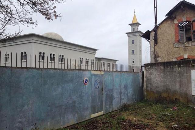 Un graffiti «Morts aux arabes (sic)» a été... (PHOTO TIRÉE DE TWITTER)