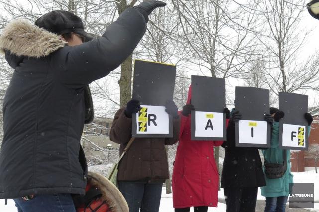 Les proches de Raif Badawi, ce jeune blogueur qui doit être fouetté vendredi en... (Archives La Tribune, René Marquis)