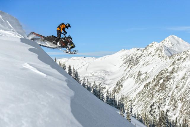 La motoneige Ski-Doo Summit T3 est offerte en... (Photo fournie par le constructeur)