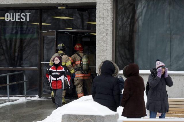 L'Université du Québec à Chicoutimi a été complètement évacuée en raison d'une... (Jeannot Lévesque)