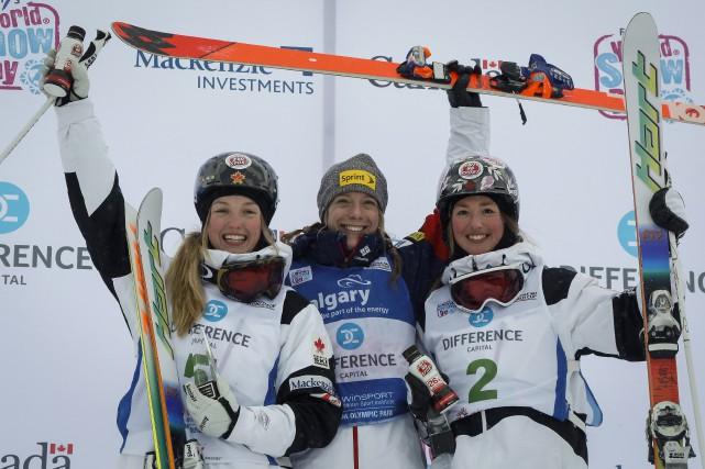 Justine (gauche) et Chloé (droite) Dufour-Lapointe à Calgary.... (Photo Jeff McIntosh, Archives PC)